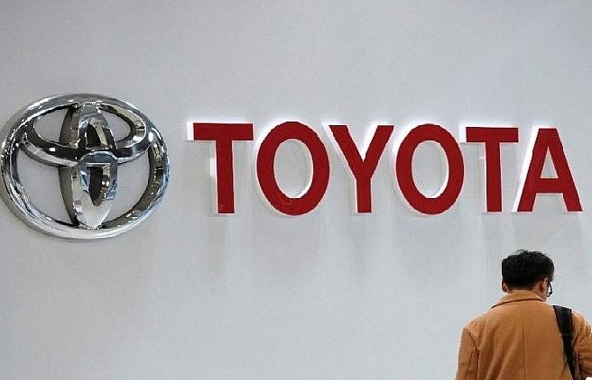 US trade secretary says 'hope' is to avoid new auto tariffs