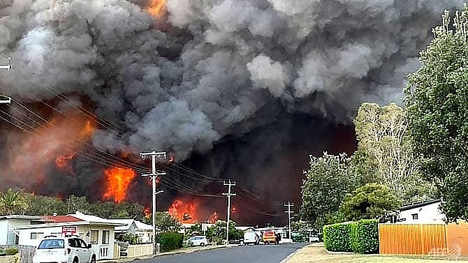 two dead at least 150 homes lost in australia bushfires