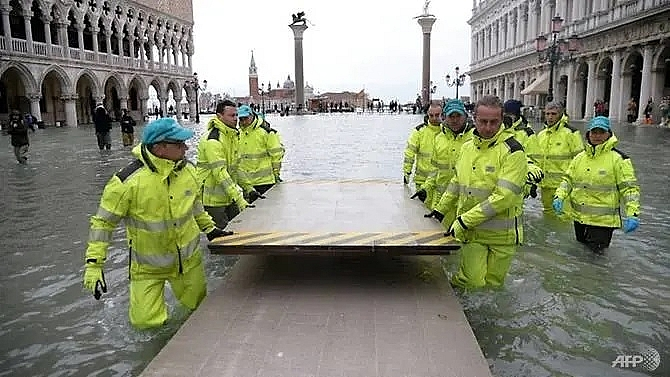venice comes up for air after week of record flooding