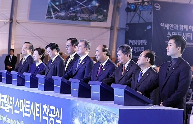 PM Nguyen Xuan Phuc attends groundbreaking ceremony of smart city in Busan
