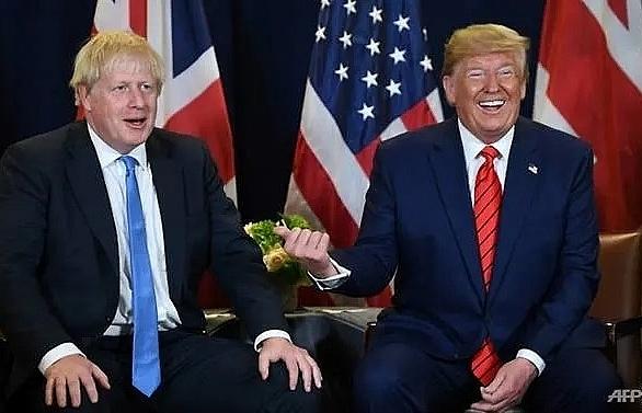 Trump flies into British election campaign