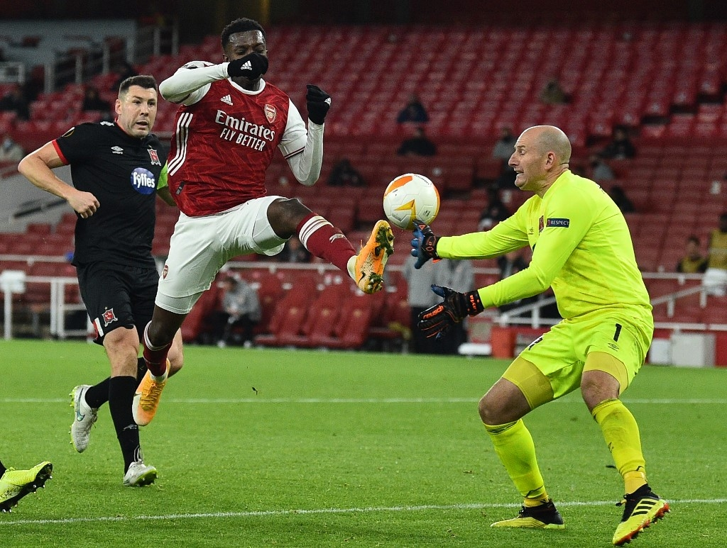 no home comforts for man utd in arsenal defeat bale send spurs second