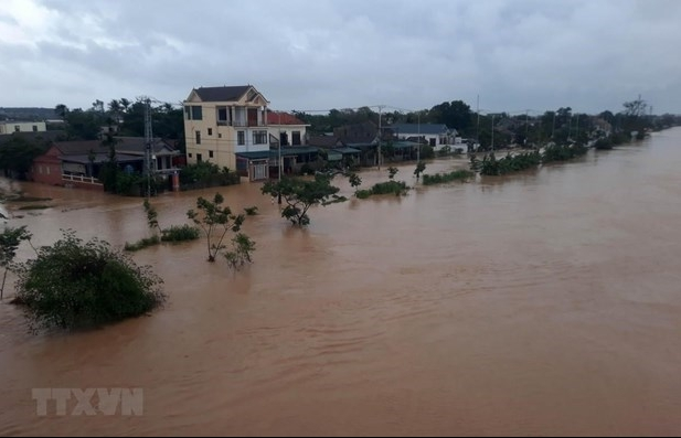 UK donates 500,000 GBP to support flood victims in central region