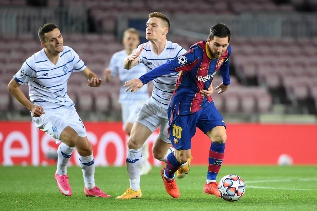 barca juve win in champions league as woeful man utd beaten