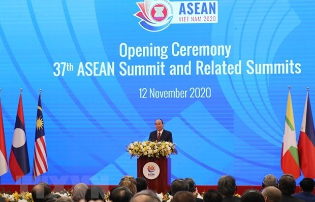 pm asean shall surely rise above challenges bring prosperity to citizens