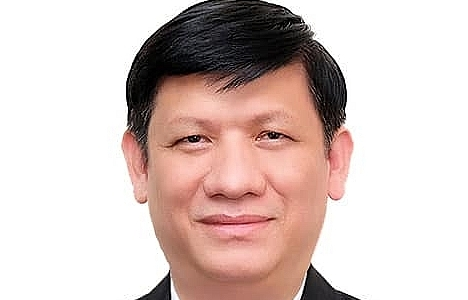 prof dr nguyen thanh long officially becomes vietnams minister of health