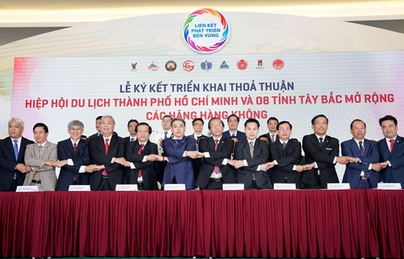 Vietjet cooperates with HCM City to develop tourism