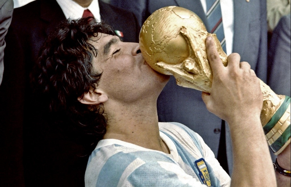 Death of 'eternal' Maradona plunges football world into mourning
