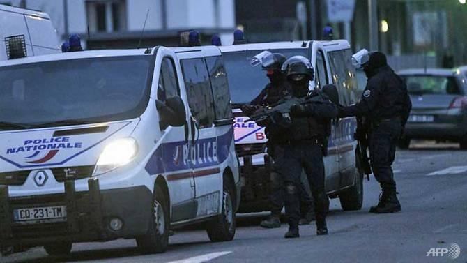 french police sweep strasbourg in hunt for gunman