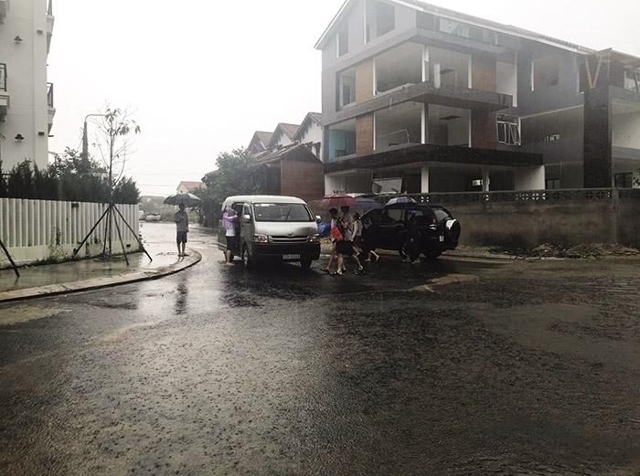 floods fail to dampen tourist spirit