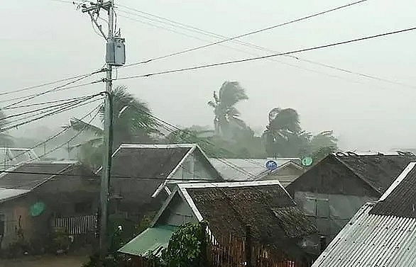 3 killed as Typhoon Kammuri pounds Philippines, forces Manila airport closure