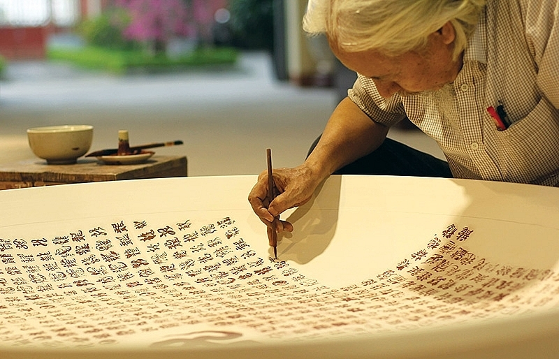 The untold story of record-breaking Chu Dau Ceramic's calligraphy icon