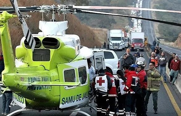 14 killed in fiery family mini-bus crash in Mexico