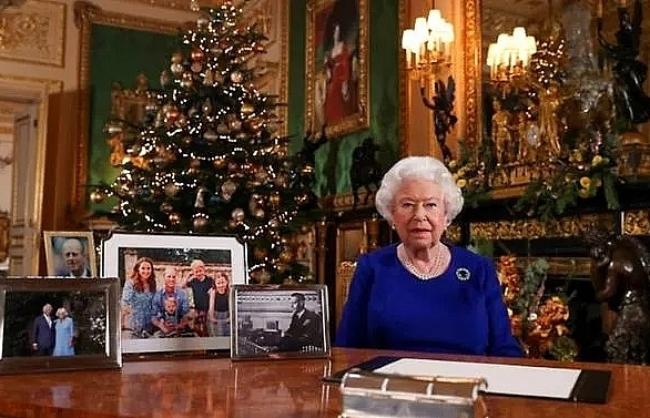 Queen admits 'bumpy' year in Christmas message