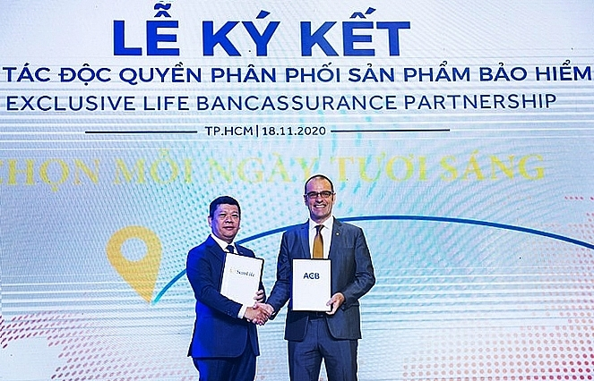 Sun Life Vietnam and ACB announce 15-year exclusive bancassurance partnership in Vietnam