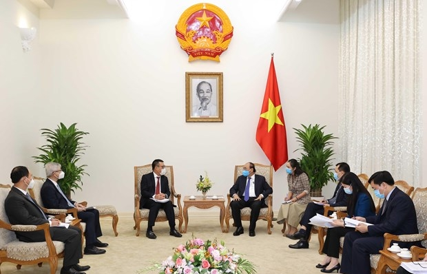pm urges thai group to expand investment in vietnam