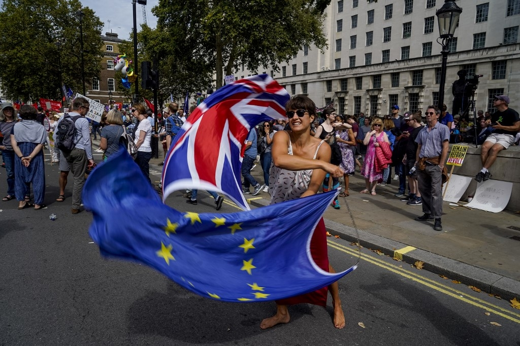 brexit talks in crisis as decision day dawns