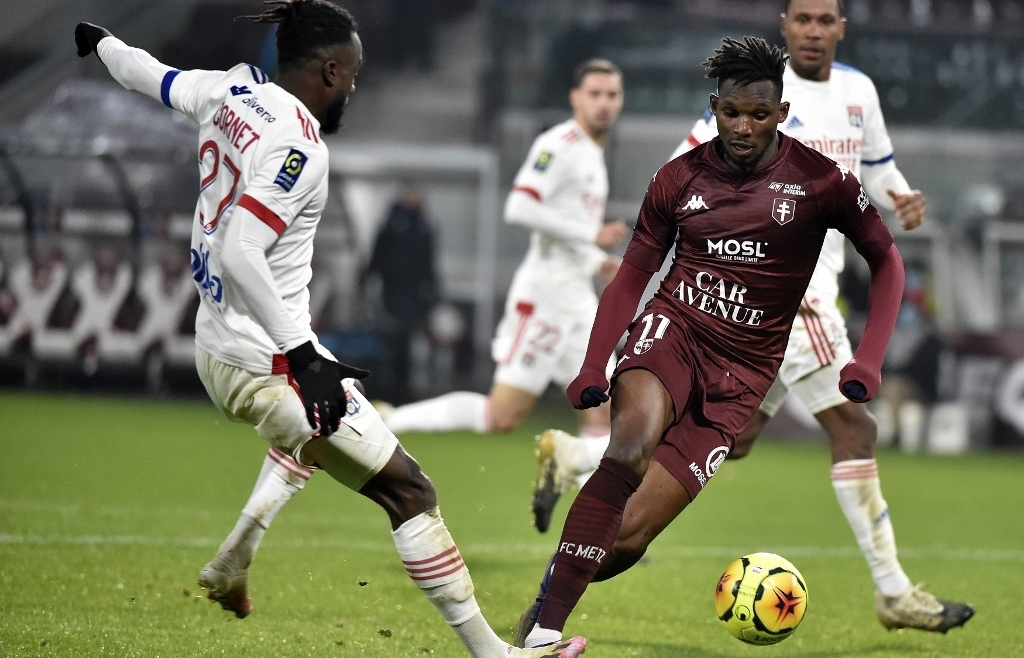 Lille, Lyon win to keep pressure on PSG