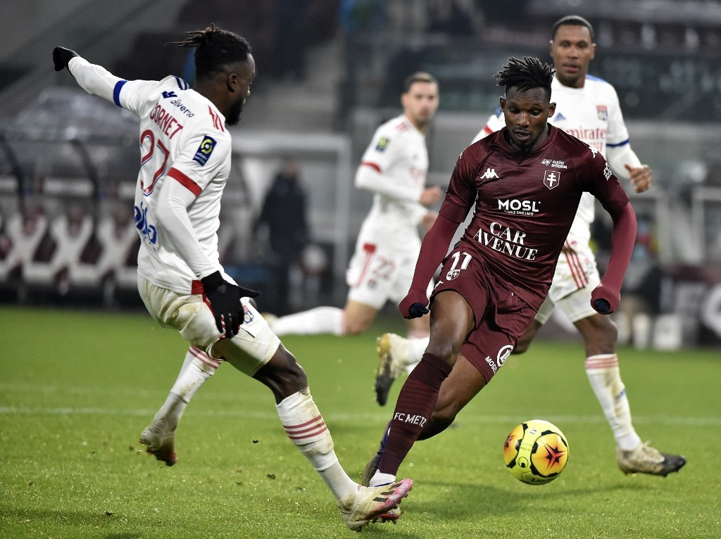 lille lyon win to keep pressure on psg