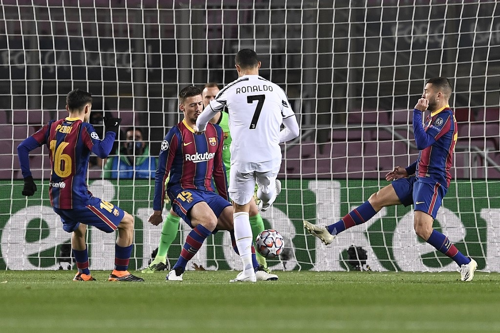 ronaldo scores twice as juve crush messis troubled barcelona