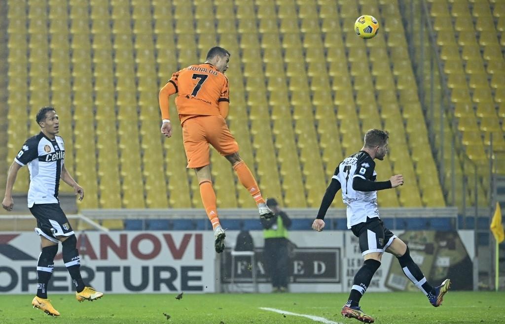 Ronaldo scores twice as Juventus close on Milan in Serie A