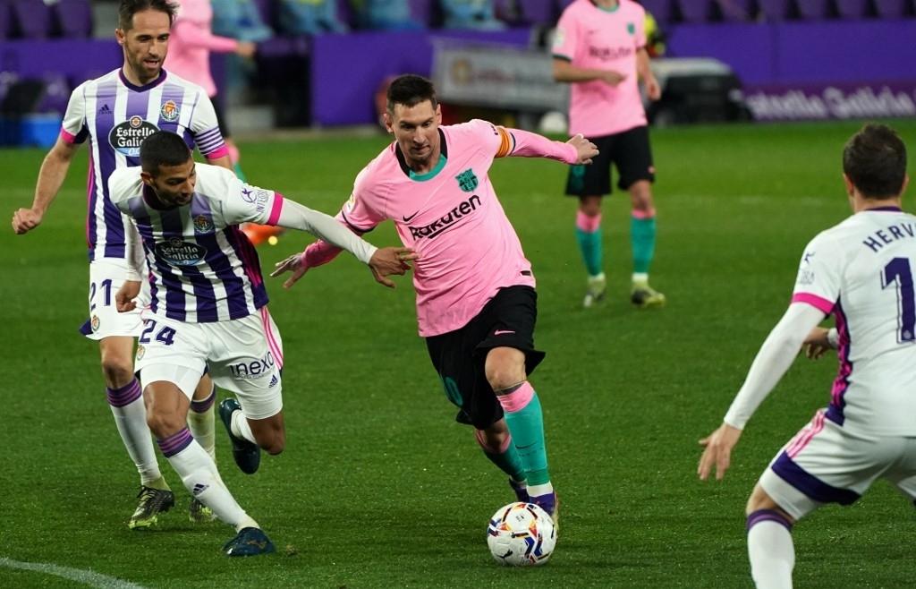 Messi overtakes Pele's goal record as Atletico cement Liga lead