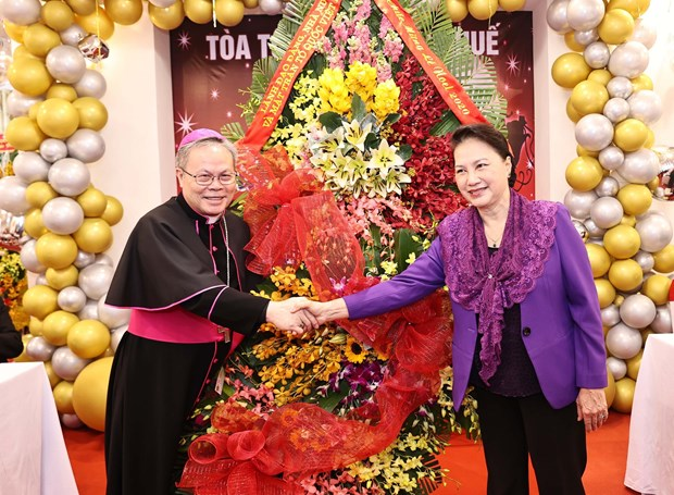 na leader pays pre christmas visit to archdiocese of hue