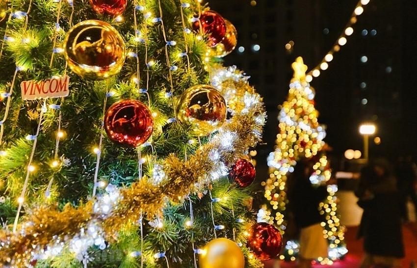 Giant Christmas trees in capital city (photos)