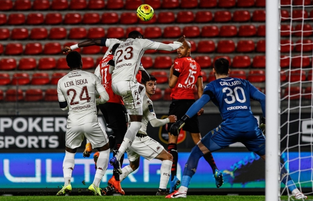 Lyon end year top of Ligue 1 as Lille, PSG stay within a point