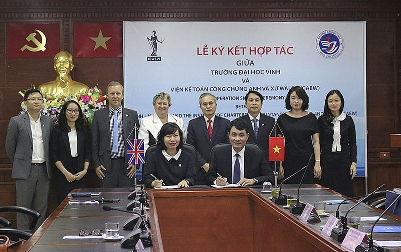 ICAEW and Vinh University sign co-operation agreement