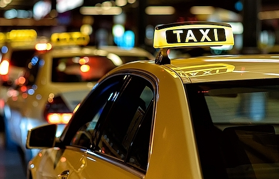 ComfortDelgro Savico Taxi suspends operations due to Uber and Grab