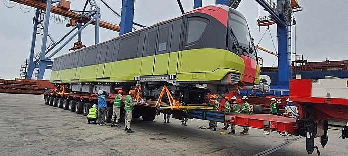 first train for metro line no3 arrives to haiphong
