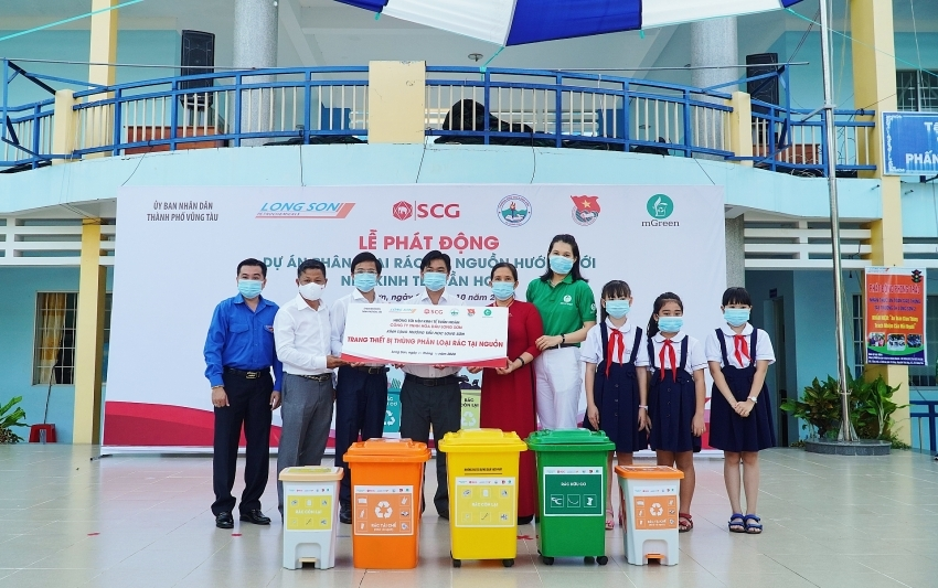SCG kicks off selective waste collection pilot project at Long Son 2 primary school