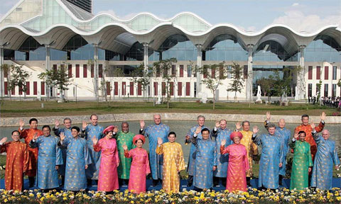 President Tran Dai Quang to present special costume to APEC leaders
