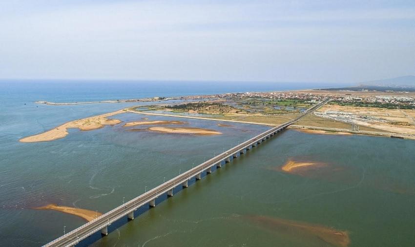 Phu Yen issues planning of coastal service urban area