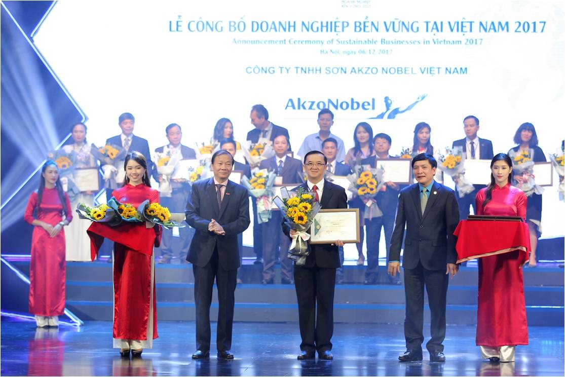 AkzoNobel Vietnam honoured in the Top 100 Sustainable Businesses in Vietnam