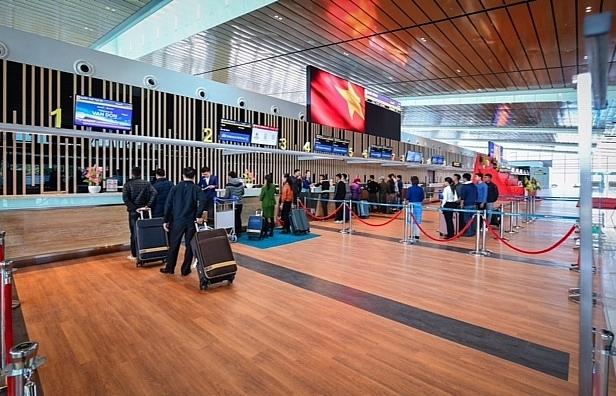 Vietnam Airlines launches flight to Van Don on December 30