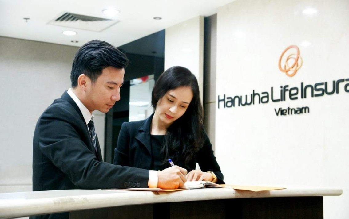 Hanwha Life Insurance invests $400 million in KKR's new Asia-centric buyout fund