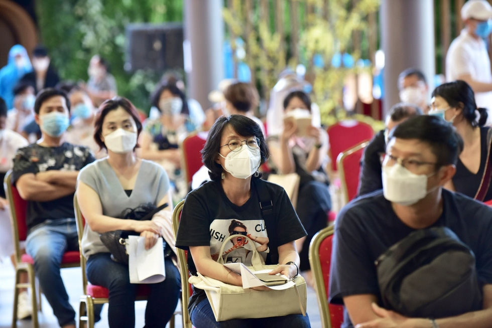 Ho Chi Minh City uses AstraZeneca and Moderna vaccines for foreigners living in Vietnam