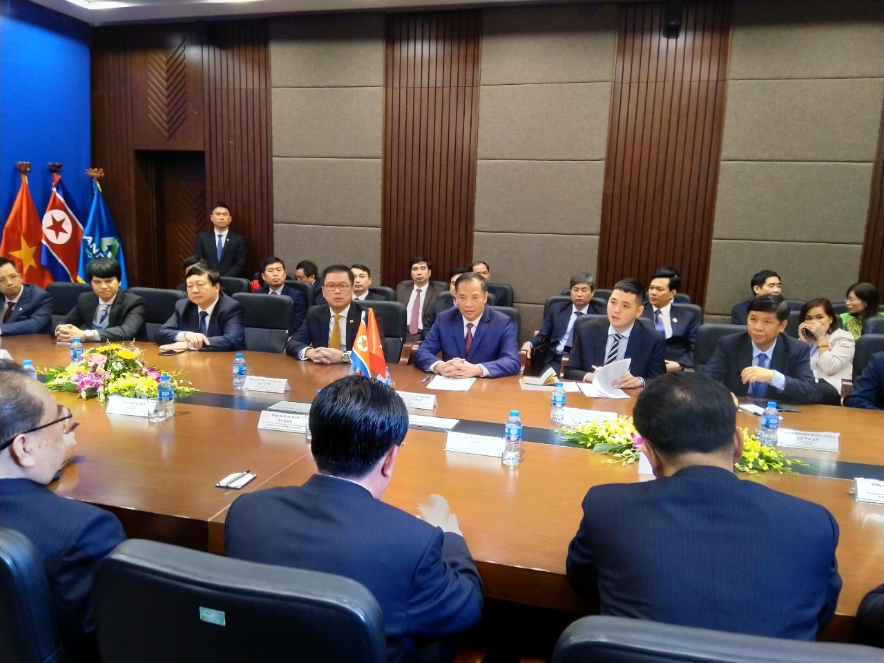 High-level delegation of DPRK visiting An Phat Plastic factory