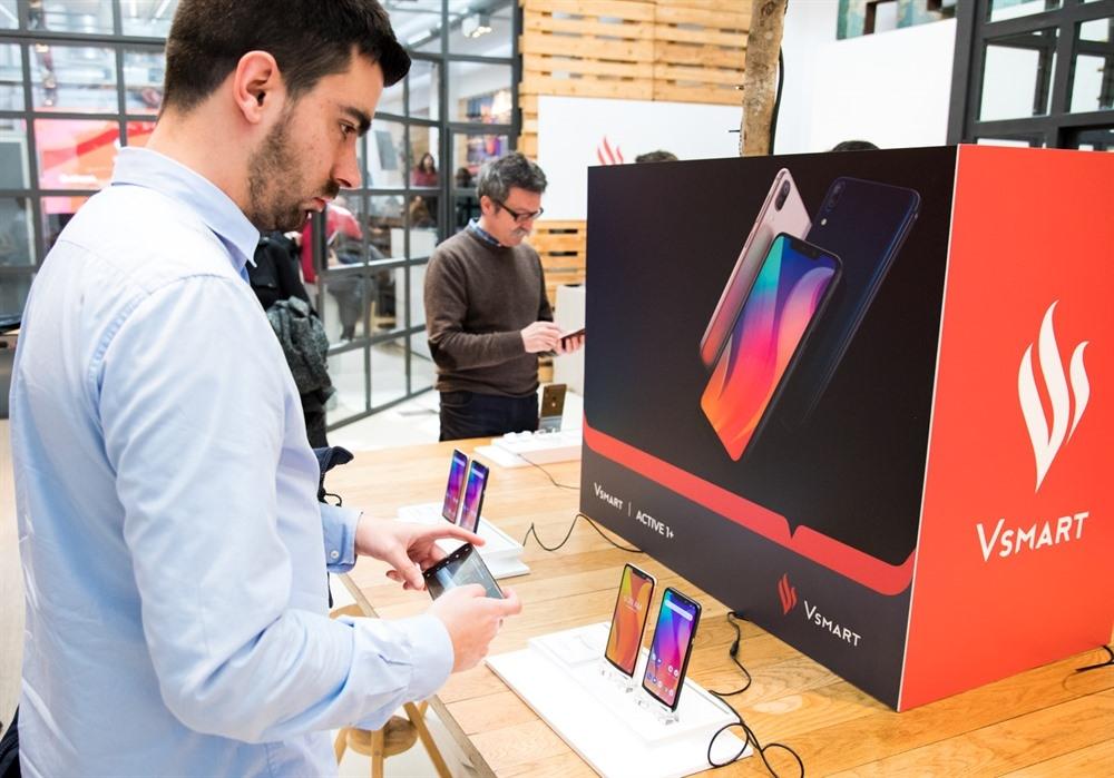 Made-in-Vietnam smart phones Vsmart to be distributed in Spain