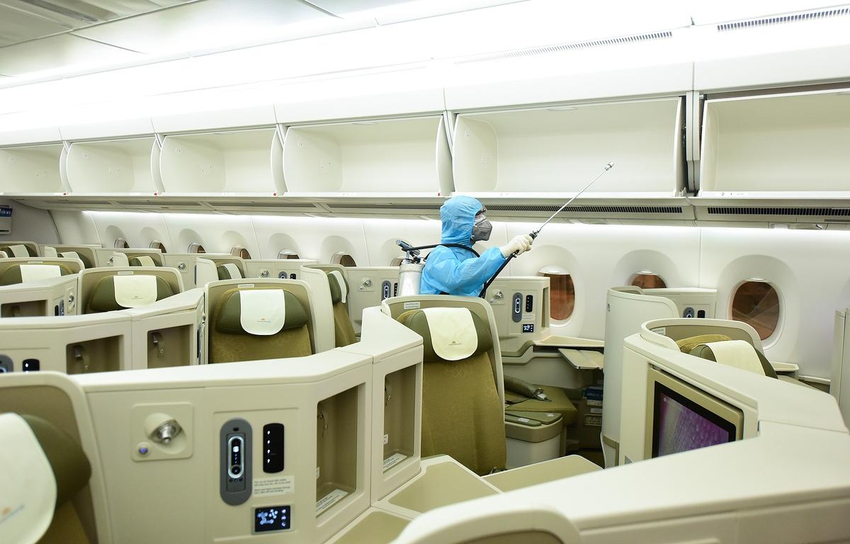 Vietnam's airlines halt all international flights