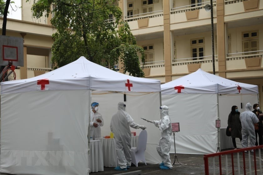Hanoi sets up 10 quick COVID-19 testing stations