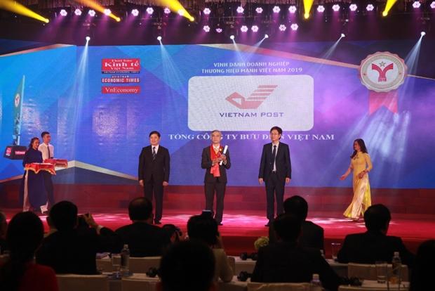 Vietnam Post receives Vietnamese Excellent Brand Award