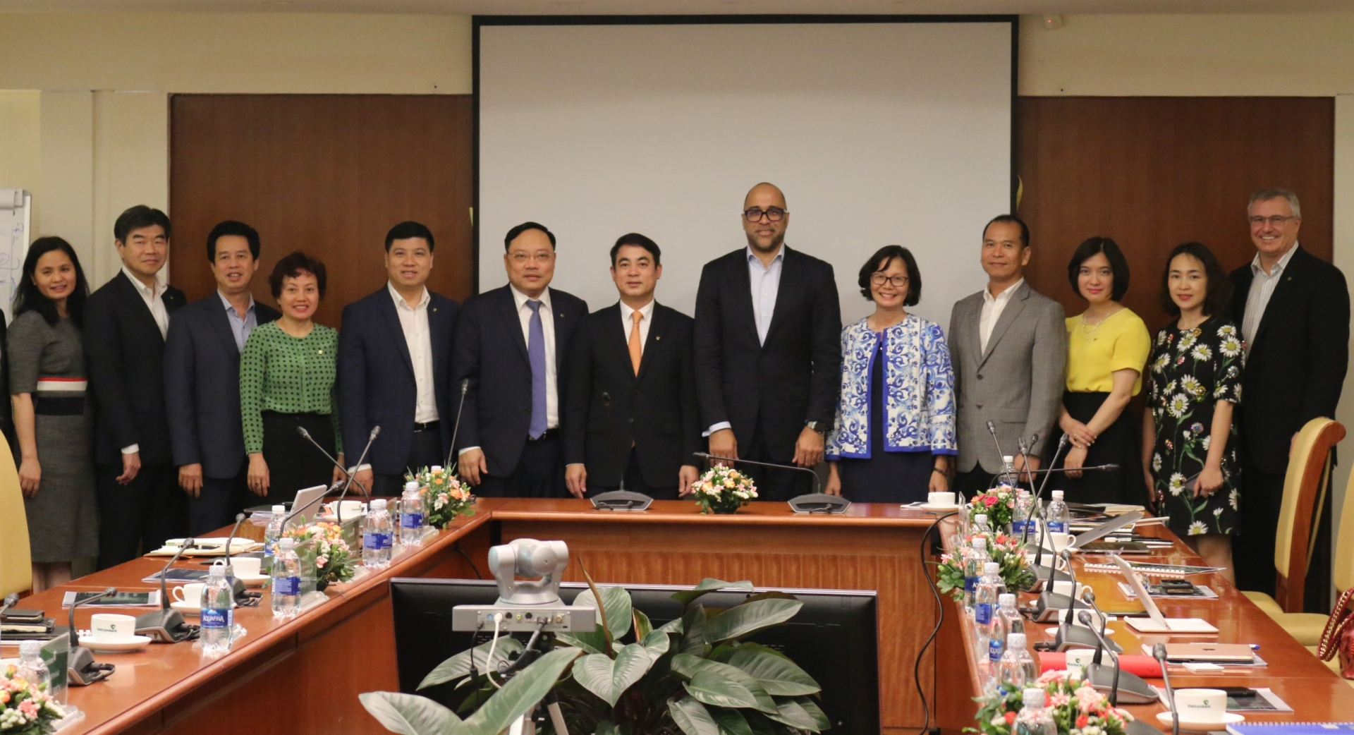 vietcombank pwc cooperate on digital banking transformation