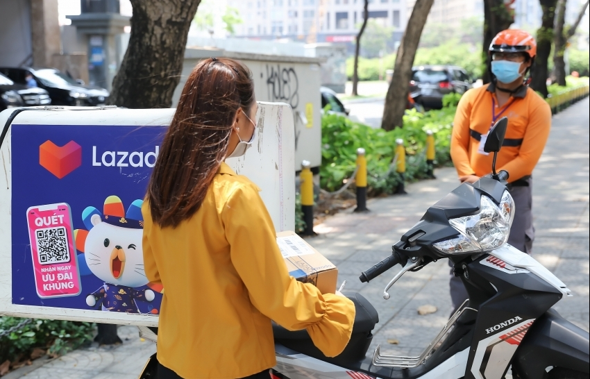 Lazada rolls out touch-free delivery solution to enhance safe shopping for customers