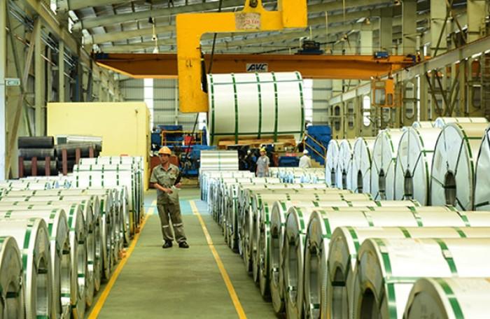 Hoa Sen wallowing in debts