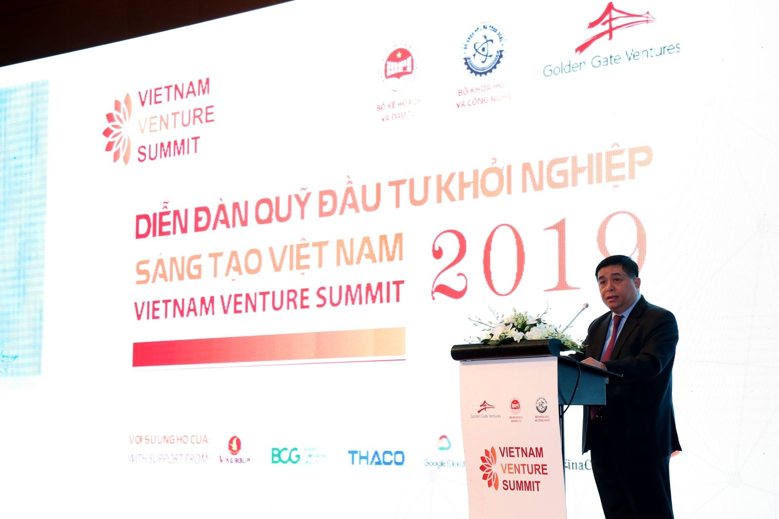 Minister promises to support startups at Vietnam Venture Summit