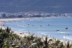 Localities across Vietnam slowly return to normal after pandemic management
