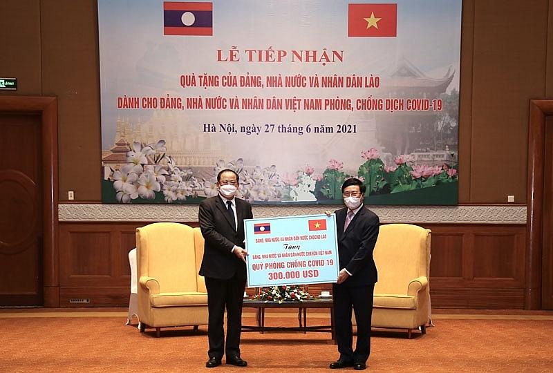 Laos donates $300,000 into Vietnam's Vaccine Fund